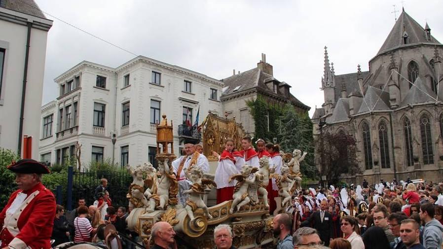 la procession-Mons