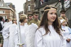 Anges de Mons dans la procession