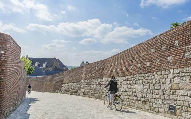 A pied ou à vélo, plusieurs circuits vous emmènent à la découverte des patrimoine Unesco de la région de Mons - Copyright Grégory Mathelot