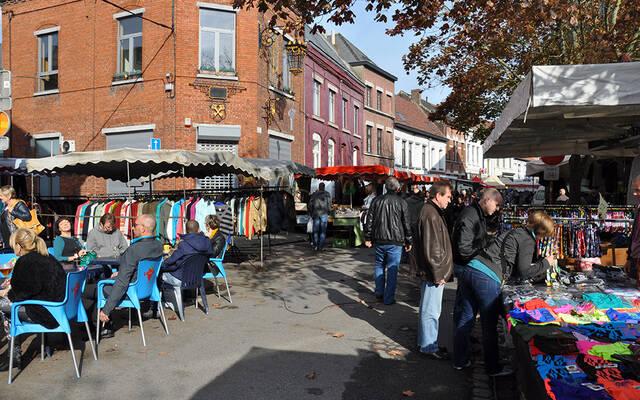 Faire son marché un dimanche à Mons