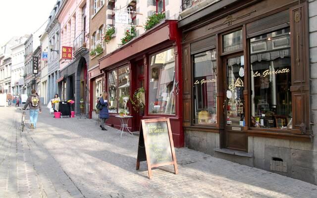 La rue de la Coupe et ses boutiques authentiques - Copyright S.Hennebique