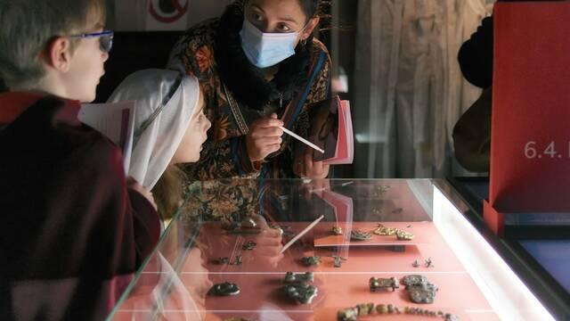 Visites guidées de l'exposition Mons au temps de Waudru. Itinéraires mérovingiens