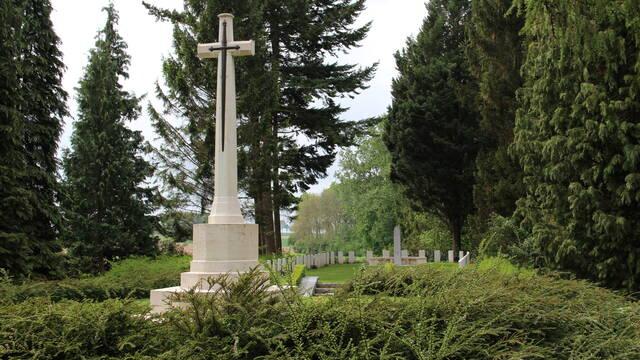 Liste des principaux cimetières militaires de la région de Mons